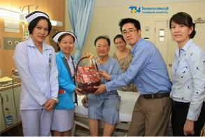 โรงพยาบาลธนบุรี เข้าเยี่ยมมอบกระเช้าแทนความห่วงใย